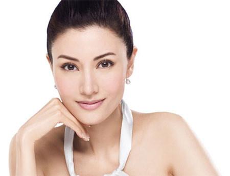 Điều trị nám da ở phụ nữ cần thời gian và sự kiên trì