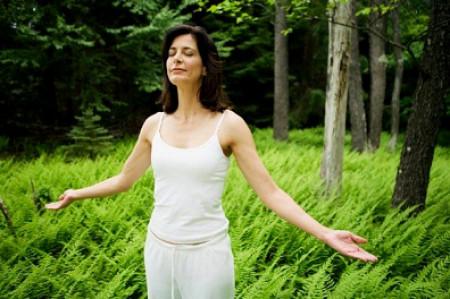 Hít thở sâu giúp cơ thể bạn giảm bớt căng thẳng và lo âu