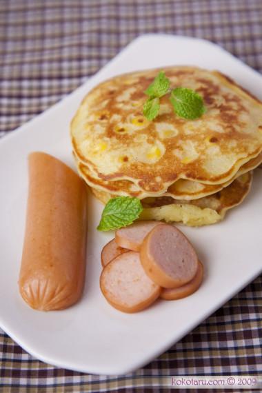 Pancake ngô ngọt và xúc xích
