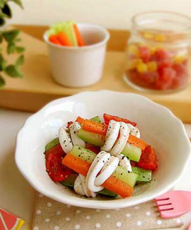 Salad mực cuốn rau củ