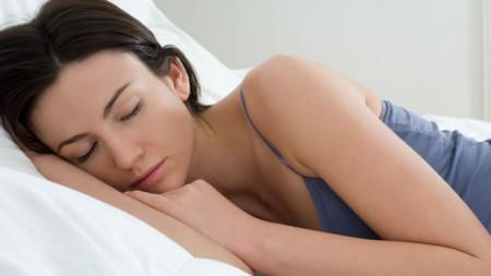 Nằm nghiêng là tư thế ngủ phổ biến nhất