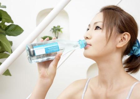Bạn nên cung cấp đủ lượng nước cho cơ thể