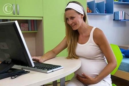 Bà bầu cần chú ý về thời lượng sử dụng máy tính và các thiết bị điện tử khác