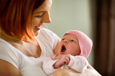 Việc đọc được những tín hiệu của trẻ sẽ giúp cha mẹ nhanh chóng đáp ứng nhu cầu của bé.