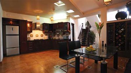 Tầng trệt rộng có thể trở thành phòng ăn hay nhà bếp.