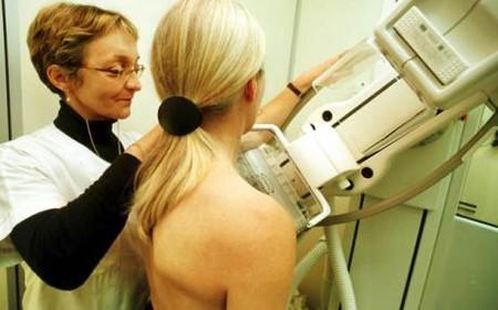 Phát hiện sớm và điều trị kịp thời các vấn đề về vú là rất cần thiết