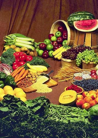 Những loại rau lá xanh, ngũ cốc, quả kiwi....đều rất có lợi cho sức khỏe của bà bầu.