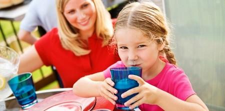 Uống quá nhiều nước lúc nửa đêm là nguyên nhân khiến trẻ đái dầm.