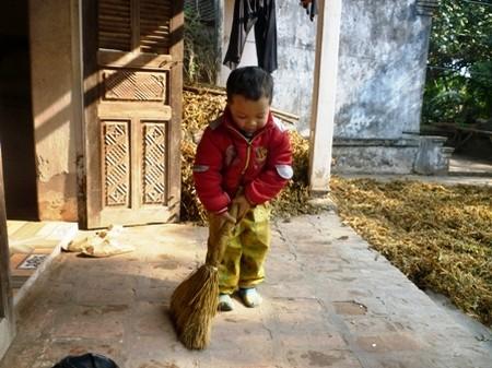 Giao cho trẻ những công việc phù hợp lứa tuổi sẽ mang lại lợi ích kép
