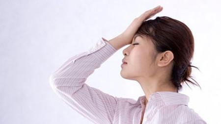 Thể lực phụ nữ sau khi sinh yếu, khả năng điều tiết nhiệt độ trong cơ thể thấp dễ dẫn đến cảm nắng.