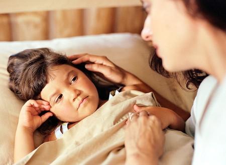 Bằng giao tiếp, hãy giải thích những quy định của nhà trường và hệ quả của việc ngủ dậy muộn.