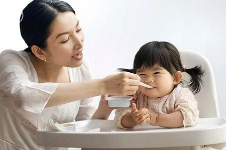 Hãy cho bé ăn uống đầy đủ, khoa học chứ đừng ép con ăn vô tội vạ.