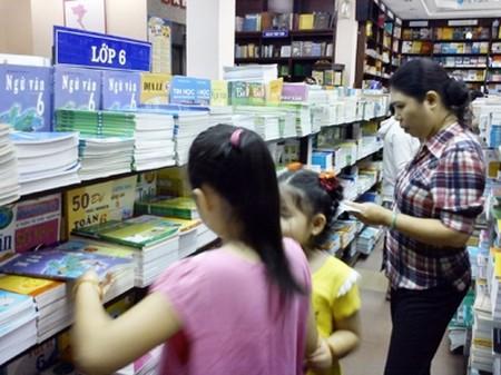 Tìm mua sách giáo khoa cho năm học mới