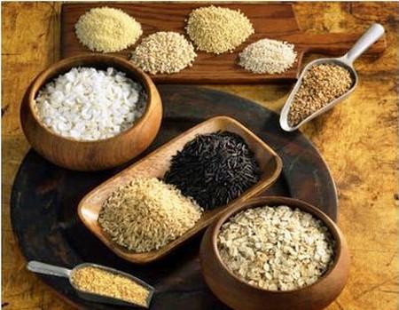 Axit folic có trong ngũ cốc làm giảm nguy cơ nứt đốt sống, dị tật bẩm sinh, sẩy thai và sinh thấp cân.