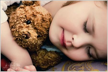 Nên đưa bé vào giấc ngủ một cách nhẹ nhàng