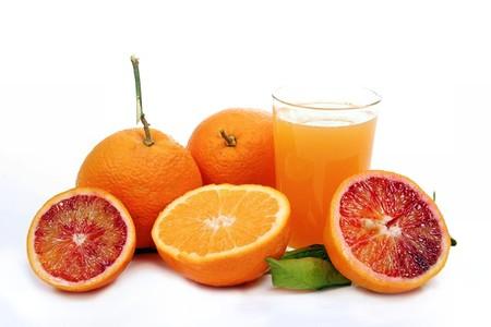 Việc bổ sung đủ vitamin C vào cơ thể làm giảm các triệu chứng của bệnh.
