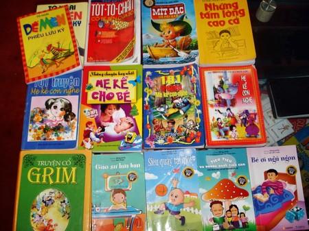 Những hình ảnh và sách truyện là các công cụ tốt để đánh thức khả năng ngôn ngữ của trẻ.