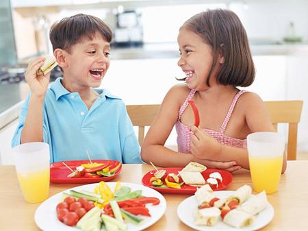 Một chế độ dinh dưỡng đúng không chỉ giúp trẻ tăng cường hàng rào miễn dịch tự nhiên, mà còn giúp não bộ trẻ phát triển tối ưu nhờ đó trẻ có thể nắm bắt mọi cơ hội để học tốt hơn.