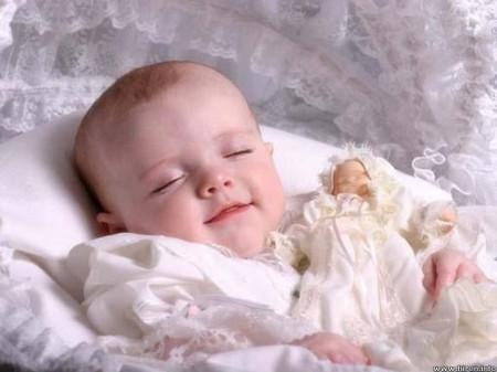 Nằm gối mềm có thể là một mối nguy hiểm với trẻ sơ sinh.