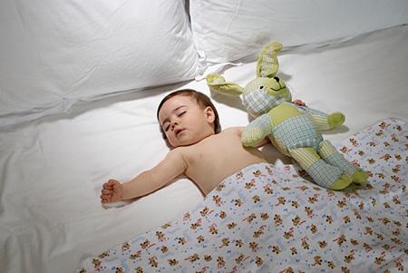 Ngáy khi ngủ có thể là dấu hiệu nguy hiểm cho bé 1
