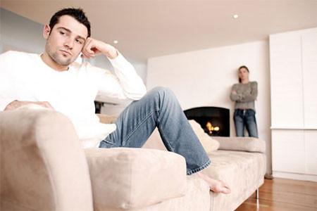 Cái tôi ở đàn ông nhạy cảm hơn nhiều so với cái tôi ở phụ nữ. Bị vợ chê bai, chế giễu, anh ấy sẽ tự động khép mình lại.