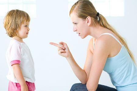 """Các bậc cha mẹ cần lưu ý, đừng """"chuyện bé xé ra to"""" và không nên phạt trẻ quá tay."""