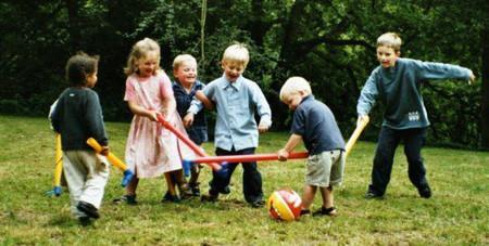 Các hoạt động vui chơi ngoài trời mang lại nhiều lợi ích cho trẻ
