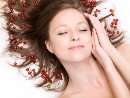 Bạn nên cung cấp đủ độ ẩm cho mái tóc vào những ngày mùa đông rét buốt