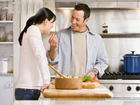 Nấu bữa cơm, dọn nhà cũng là món quà tặng vợ