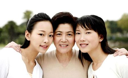 Mẹ với con dâu và con gái vẫn luôn song hành bên nhau