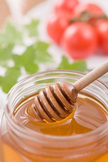 Mật ong giúp làm mềm da nhờ giữ nước