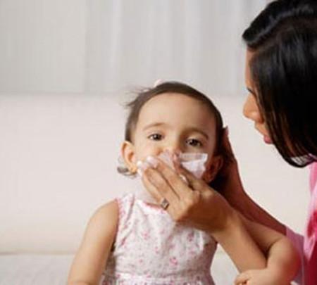 Có thể áp dụng nhiều biện pháp để ngăn ngừa hiện tượng trẻ bị sổ mũi kéo dài