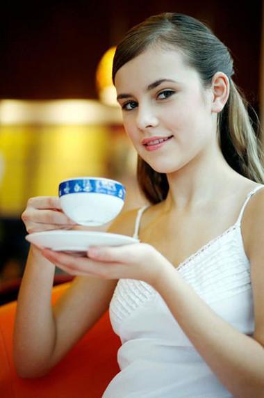 Uống trà - một cách làm đẹp từ bên trong