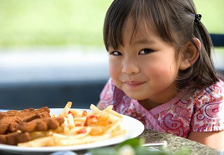 Thực phẩm chứa nhiều chất béo oxi hóa có hại cho não bộ của trẻ.