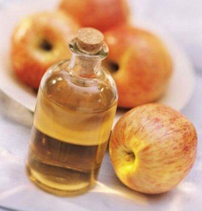 Sử dụng dấm táo sẽ giúp đem lại cho bạn mái tóc và làn da hoàn hảo