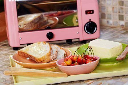 Nên chuyển thức ăn sang vật đựng có chất liệu phù hợp khi hâm nóng bằng lò vi sóng