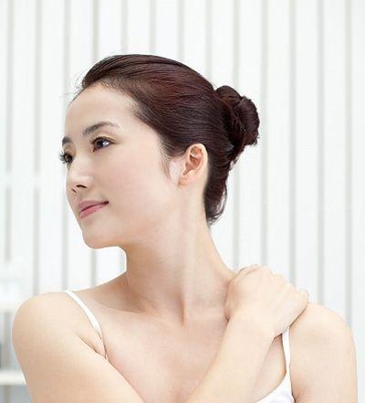Các loại kem làm trắng da đều chứa các vitamin C và E có tác dụng làm trắng da từ bên trong