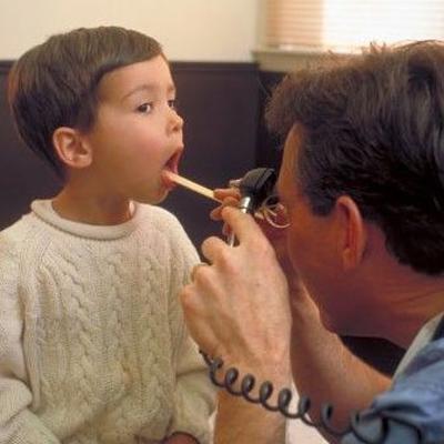 Khi trẻ bị ho, rất cần lưu tâm đến việc ăn uống của trẻ