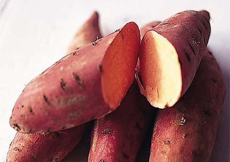 Khoai lang - một loại thực phẩm rất hữu dụng khi bị táo bón