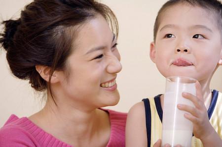 Trẻ uống quá nhiều sữa cũng là không tốt