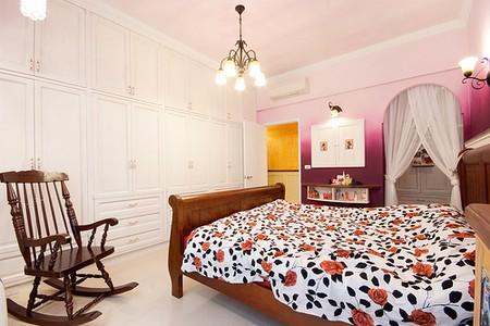 Phòng ngủ trước hết phải được dọn dẹp thoáng mát và khử sạch mùi trước khi tạo mùi thơm.