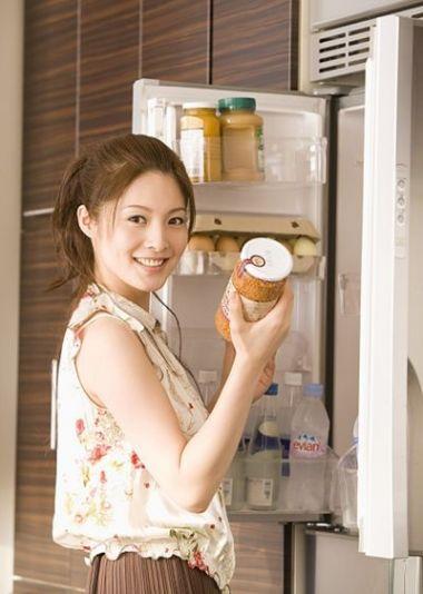 Nên vệ sinh tủ lạnh thường xuyên để tránh vi khuẩn sinh sôi phát triển