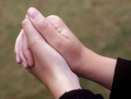 Một số mẹ bầu sẽ có cảm giác đau ở ngón tay cái, ngón trỏ, ngón giữa và một nửa ngón đeo nhẫn.
