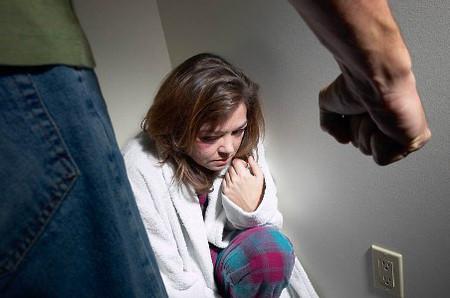 Tuyệt vọng, đau đớn và sợ hãi...khi phải đối mặt với những trận đòn của người chồng