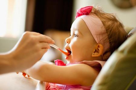 Mẹ cần phải nêm gia vị đúng, đủ để thức ăn dành cho bé không ảnh hưởng xấu đến bé