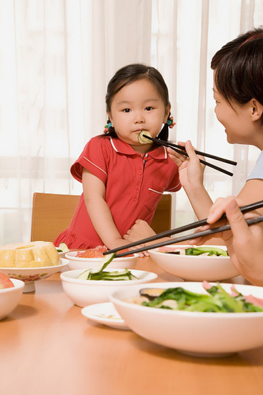 Trẻ sẽ bị mất cân bằng dinh dưỡng, ảnh hưởng xấu đến sức khỏe khi khảnh ăn