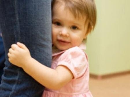 Trẻ nhút nhát sẽ phải chịu rất nhiều thiệt thòi trong cuộc sống.