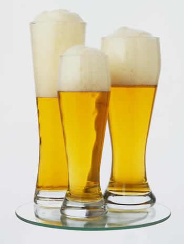 Có thể điều này sẽ làm bạn bất ngờ, tuy nhiên nếu giặt đồ lụa với bia thì món đồ của bạn sẽ trở nên mềm mại hơn, lưu giữ màu tốt hơn và trông như mới vậy.