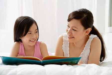 Trò chuyện với trẻ về giới tính cần tế nhị và thật kiên nhẫn.