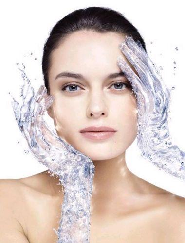 Làn da bạn sẽ mịn màng hơn nhờ uống nhiều nước.
